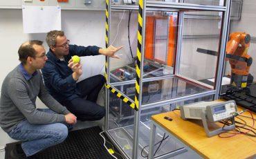 Los robots pequeños de KUKA inician a los estudiantes en la tecnología más innovadora